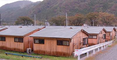 地元材を使った木造仮設住宅です。