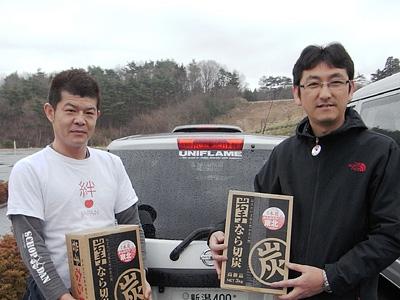 有田代表(左)と当社スタッフ(福島県南相馬市)