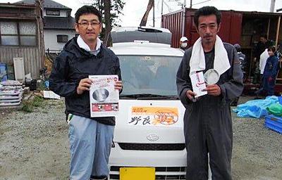 江湖代表(右)と当社スタッフ